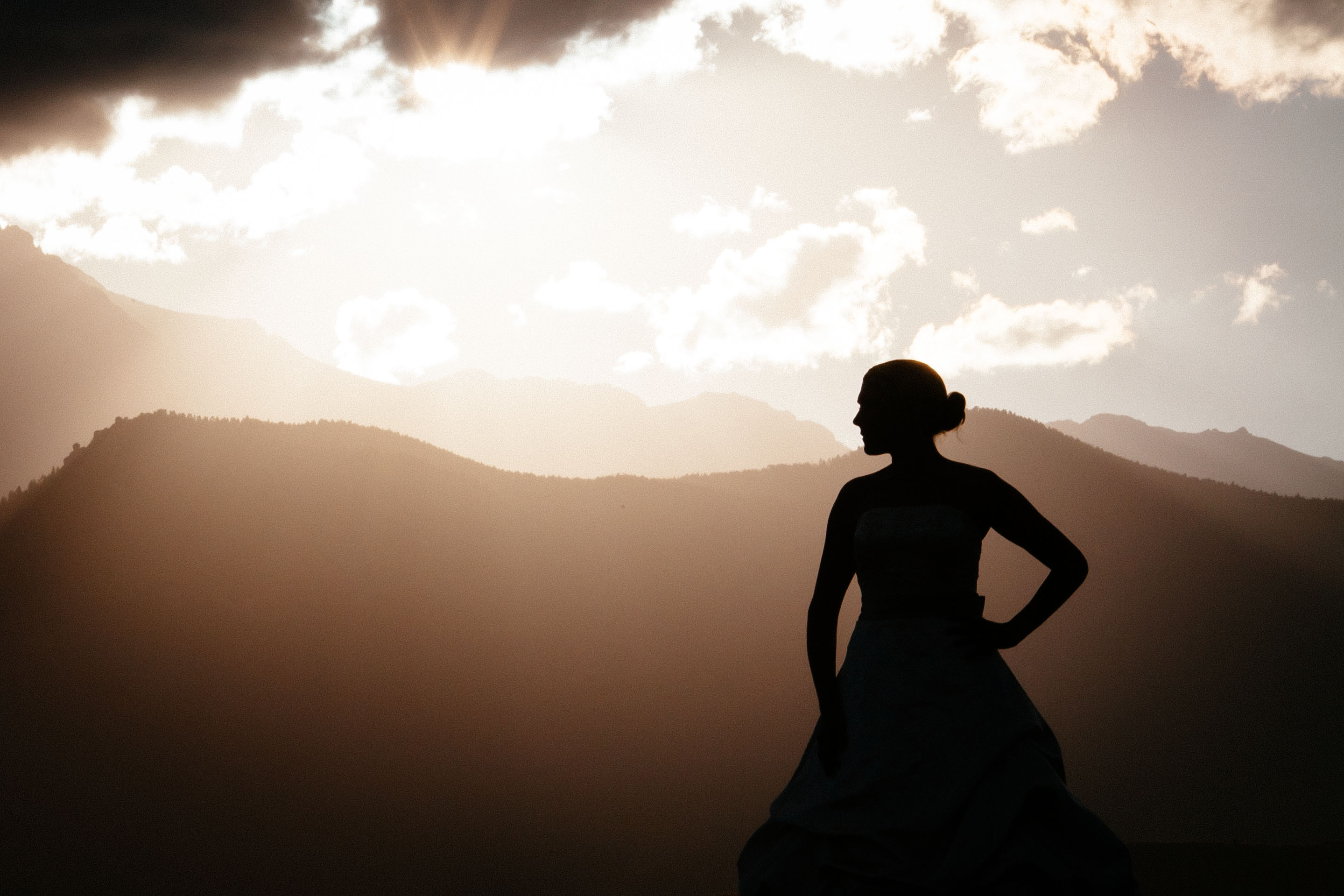 Bride silohuette in front of the Pikes Peak at sunset,