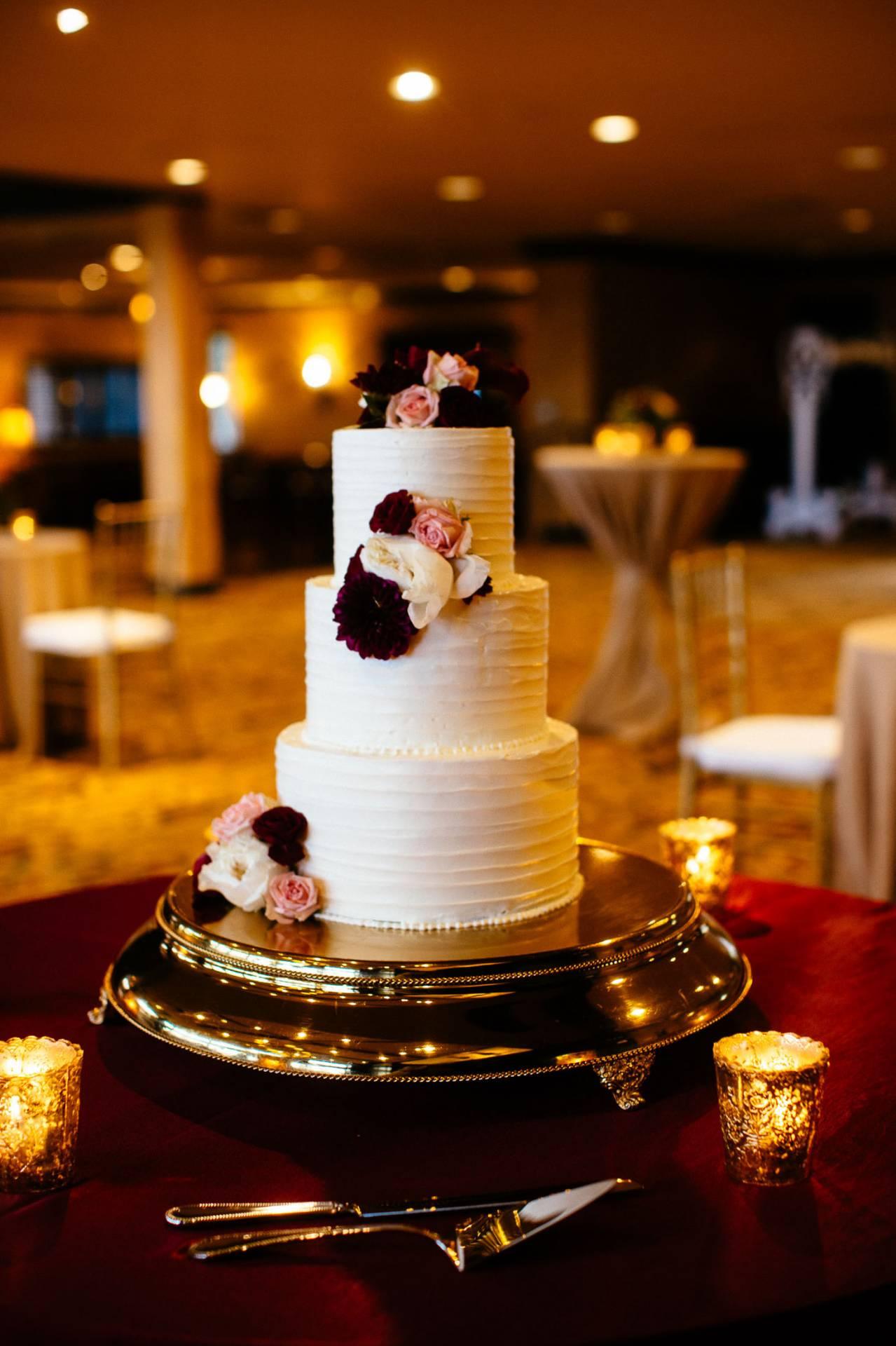 Three-tiered wedding cake at the Cheyenne Lodge.